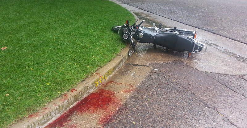 Un motociclista está grave tras ser embestido por un colectivo